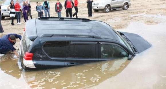 land cruiser puddle bath 01 glo