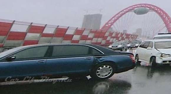 car crash toyota driver crashes maybach 62 in moscow1 glo