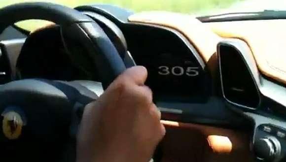 video ferrari 458 italia in merida mexico doing 305kmh glo