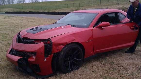 rozbity Chevrolet Camaro ZL1