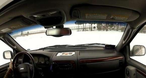 Jeep Grand Cherokee - drifting na śniegu