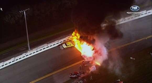 Juan Pablo Montoya powoduje wypadek w Daytona 500