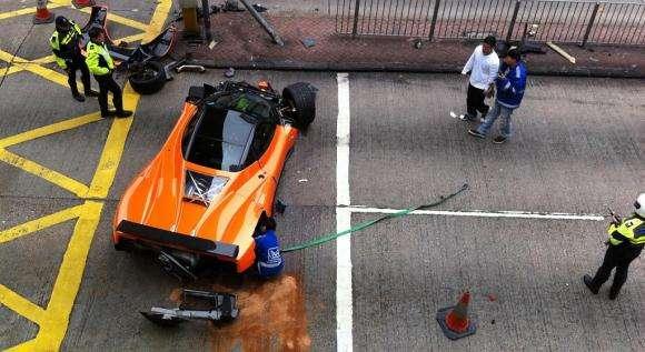 Pagani Zonda F rozbita w Hong Kongu