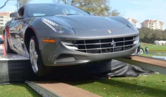 Ferrari FF ześlizguje się z rampy