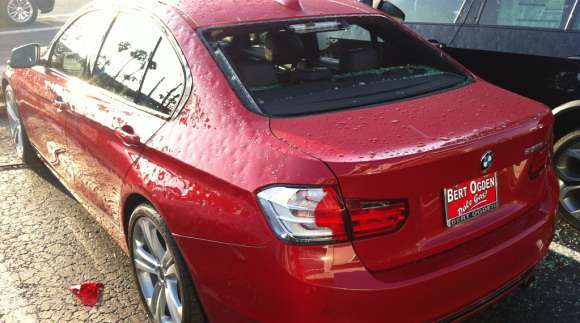 Samochód po ataku gradu BMW 3