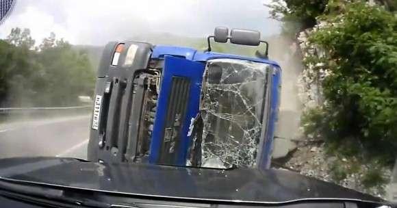 Przewrócona ciężarówka