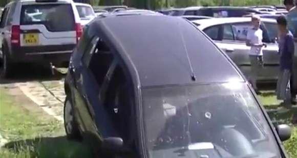 Tak kończy się holowanie samochodu bez kierowcy w środku