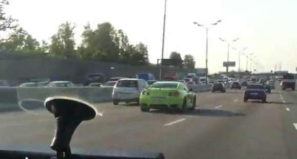 Nissan GT-R vs Policja