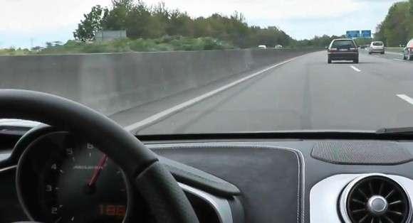 McLaren MP4-12C na autostradzie