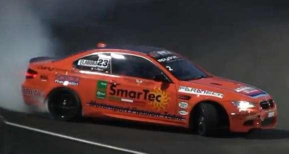 Pomarańczowe BMW M3 E92 drifting