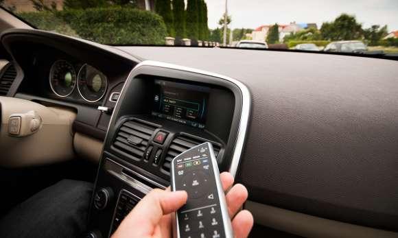 Volvo XC60 pilot do sterowania multimediami