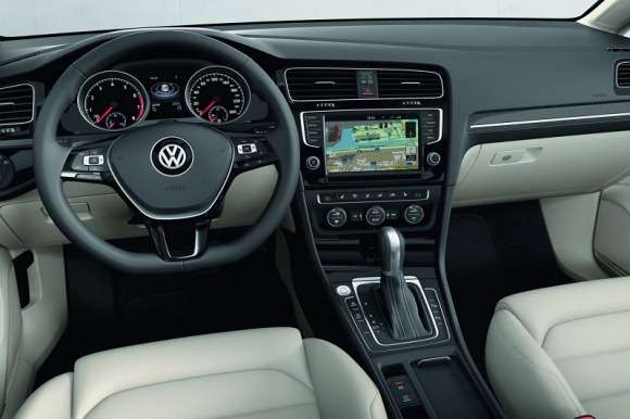 Volkswagen Golf VII 2013 wnętrze