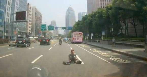 Próba samobójstwa na drodze
