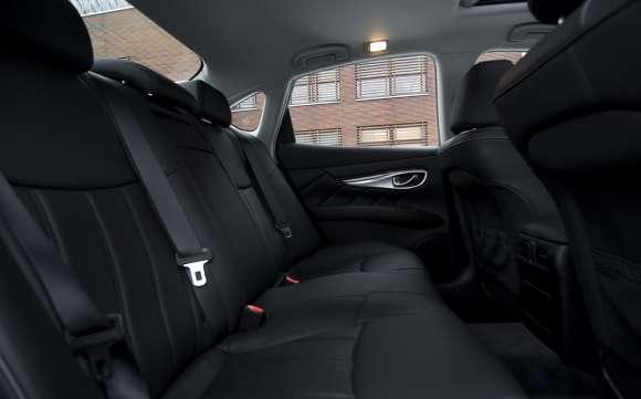 Infiniti M35h GT Premium tylna kanapa
