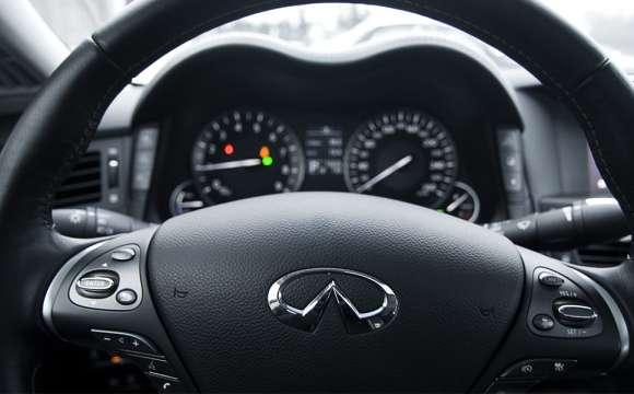 Infiniti M35h GT Premium kierownica