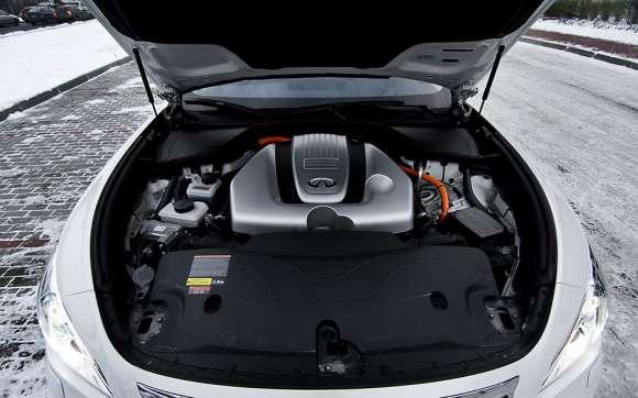 Infiniti M35h GT Premium silnik V6