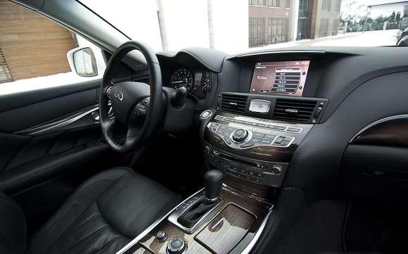 Infiniti M35h GT Premium wnętrze / interior