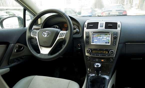 Toyota Avensis wnętrze