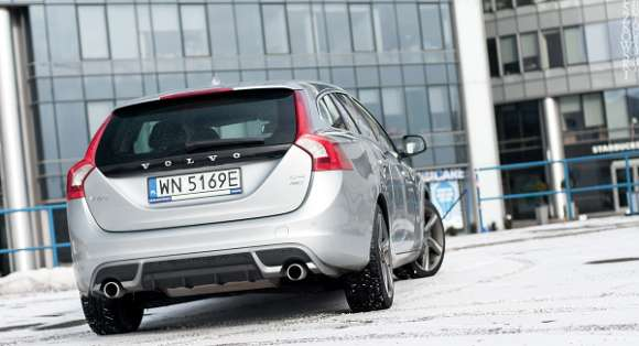 Volvo V60 2.4 AWD R-Design tył
