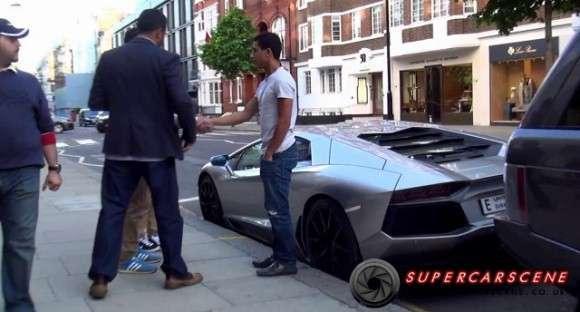 Srebrne Lamborghini Aventador
