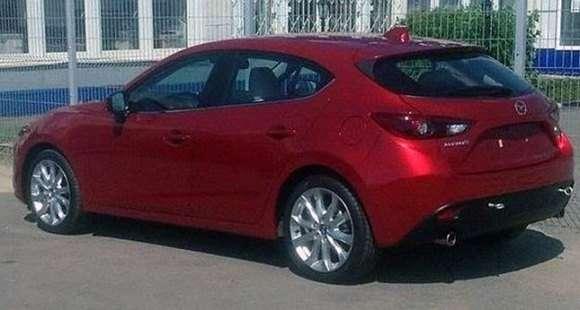 Nowa Mazda3 2014 hatchback tył