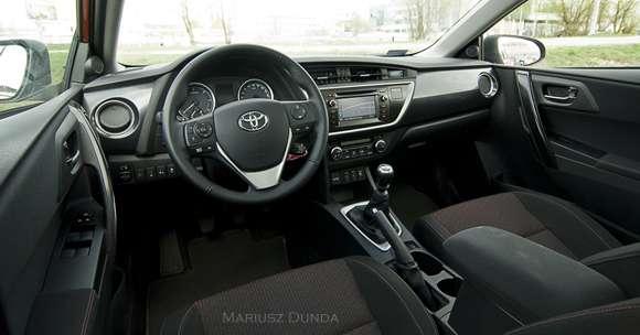 Nowa Toyota Auris wnętrze