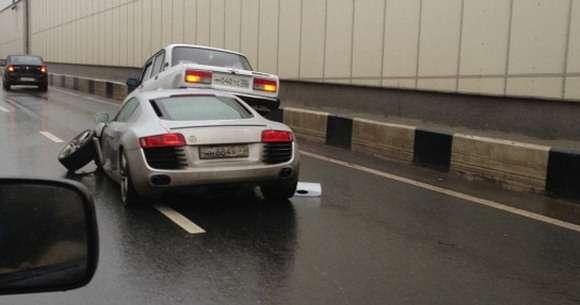 Audi R8 V8 crash
