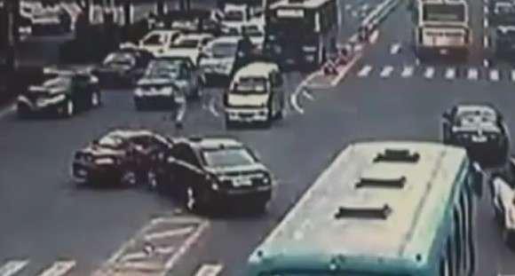 Mercedes vs BMW crash